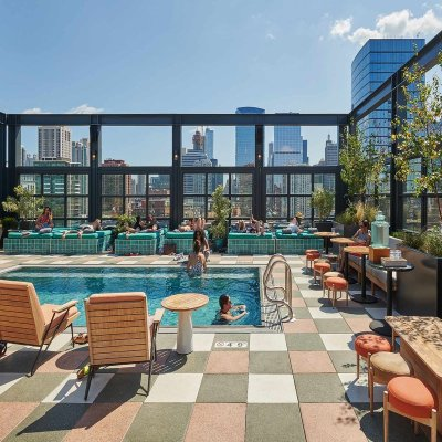 Rooftop pool in Chicago hotel